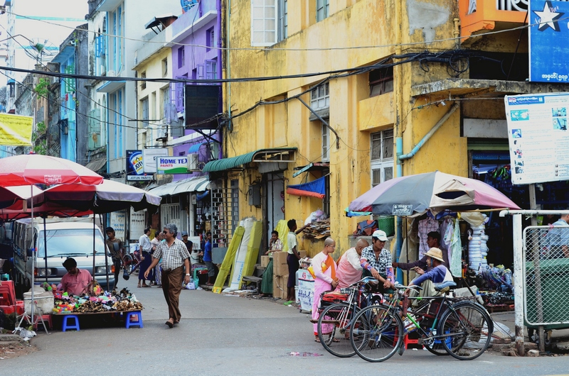 Straße in Yangon, Burma
